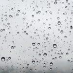 玄関のドアの結露対策について!扉の濡れを防ぐための方法とは?