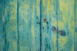 玄関のドアの結露対策について扉の濡れを防ぐための方法とは